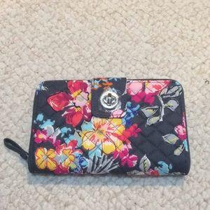Vera Bradley Turnlock Wallet Pretty Posies NWT